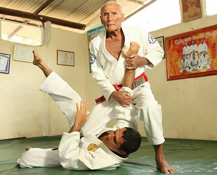 fundamentals of gracie jiu jitsu grand master helio gracie